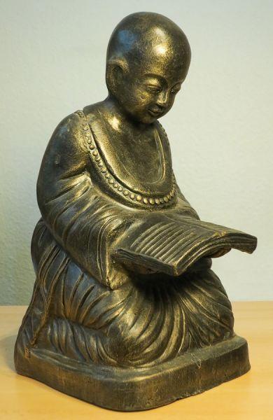 Lesender Mönch aus Terracotta