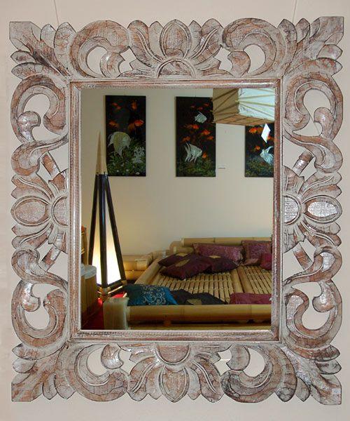 Spiegel mit handgeschnitztem braunen Holzrahmen