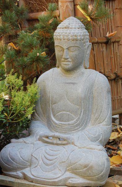 Daibutsu aus Flussstein, h 75 cm
