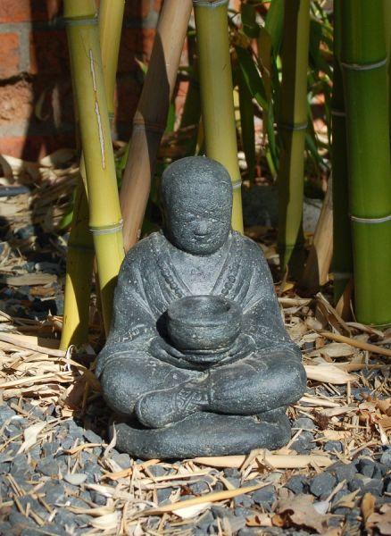 Shaolin-Mönch mit Almosenschale, Lavaguss