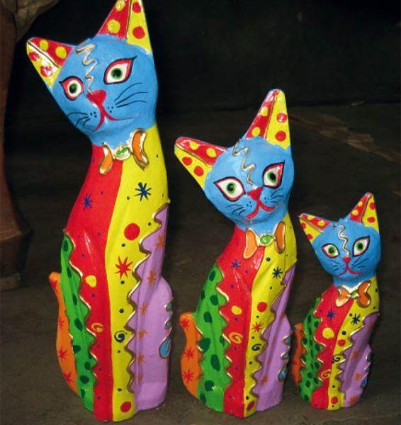 Farbenfrohes Katzentrio