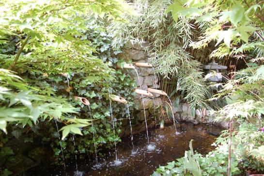 Wasserfall aus 9 Bambusrohren