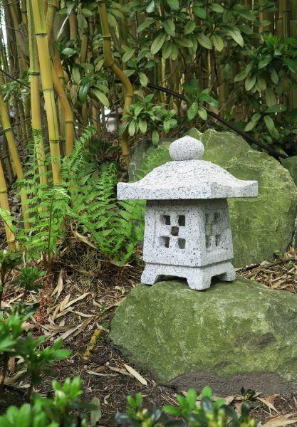 Steinlaterne Okigata aus Granit
