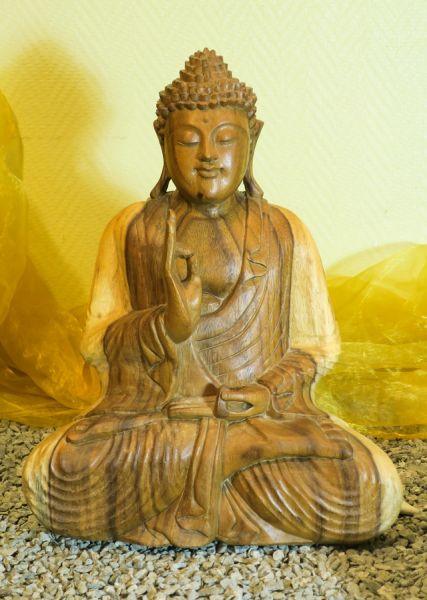 Buddha aus Suar-Holz