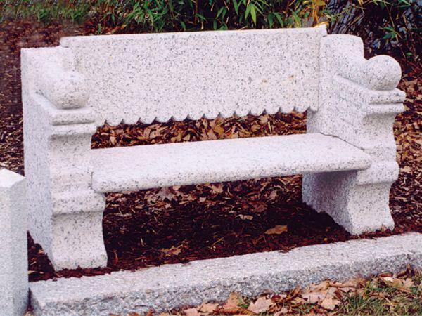Granitbank mit Rückenlehne