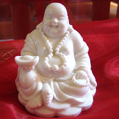 Glücksbuddha aus hochwertigem Porzellan
