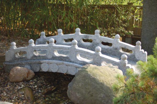 Granitbrücke Ishi Bashi mit Geländer