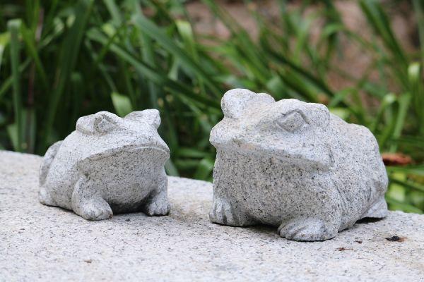 Frosch aus Granit Länge 10 cm und 15 cm