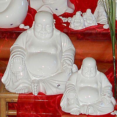 Buddha sitzend aus hochwertigem Porzellan