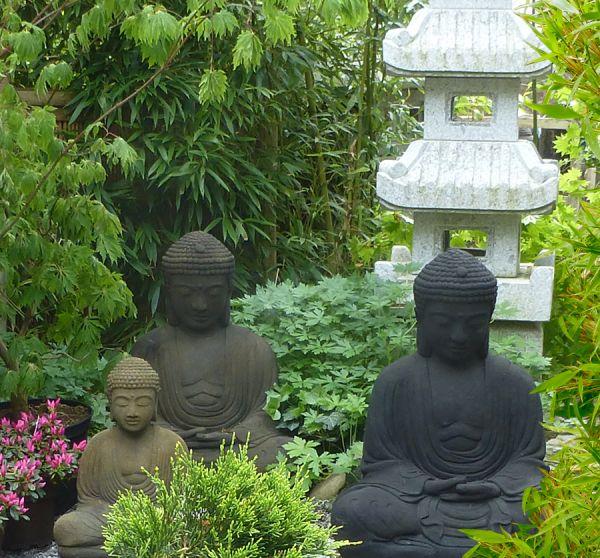 Sitzender Buddha im japanischen Stil, Höhe 66 cm, oliv