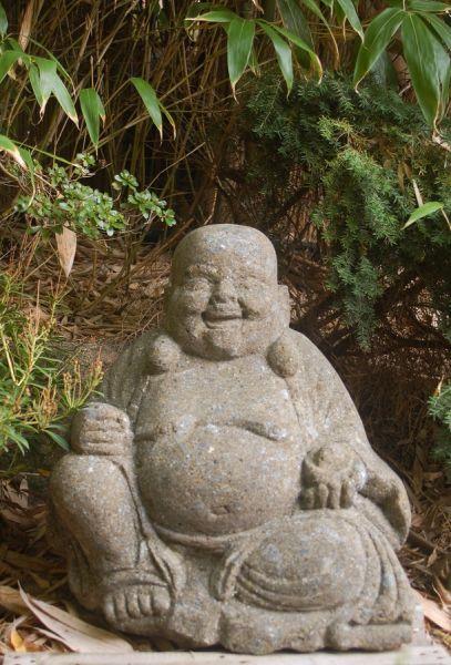 lachender Buddha aus Basanit, Höhe 50 cm